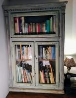 Könyves szekrény, polc, vitrin régi ónémet ablakból provance-i stílusú