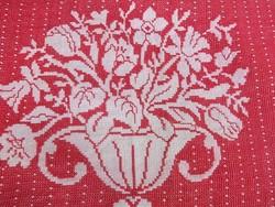 Barokk virágkosaras  kis terítő-keresztszemes