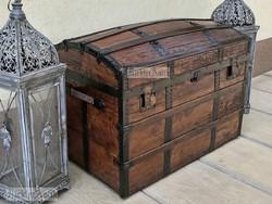 Antik bútor, régi utazó láda 01. felújított.