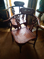 2 db kézzel faragott gyöngyházzal kirakott kínai patkószék karfás szék puha fából