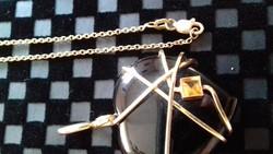 Gyönyörű 14k. Arany lánc Onix és Citrán Medállal