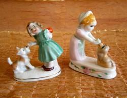 Aranyos kutyával játszó Wagner & Apel porcelán kislány + egy másik ajándékba