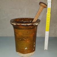 Sötétbarna mázas, gyógynövény kerámia mozsár fa törővel (405)