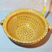 Sárgásbarna mázas, virágmintás, kétfüles kerámia szűrőtál (409)