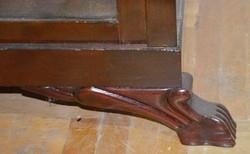 Vitrin szecessziós lábakon diófa politúrozott hibátlan restaurált belső kis polcokkal