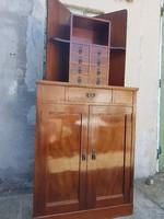 Régebbi szecessziós stílusú sarok szekrény