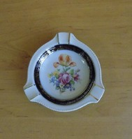 Martinroda porcelán Friedrich Eger & Co , PM porcelán aranyozott hamutál (24/d)