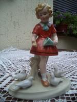 Galambokat etető kislány Ritka Fasold &Stauch Gyűjtőknek !