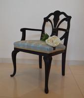 Karfás szék - klasszikus forma, új színvilág