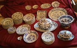 Antik Meisseni 12 személyes étkészlet 1815-ből, 70 db