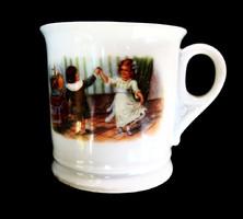 Gyermekjelenetes antik csésze