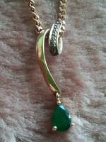 Brilliáns smaragd arany medál