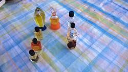 Retro mini parfümök és üvegek eladók gyűjtőknek