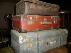 Három darab antik bőrönd eladó egyben lakberendezési célra