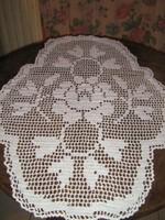 Különleges gyönyörű fehér kézzel horgolt rózsás antik lekerekített oldalú  csipke terítő ... 284747684f