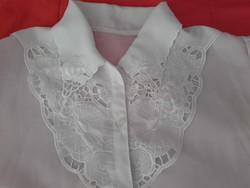 Gyönyörű fehér, zsorzsett , hímzett, női blúz