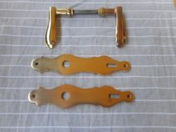 Régi sárgaréz ajtócímke + kilincs (2-2 db)