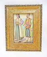 Fa asztali képkeret népviseletben lévő párral