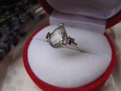 Csillogó zöld ametiszt és bordó gránát 925 ezüst gyűrű - 1,83 cm belül