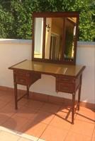 Női fésülködő asztal