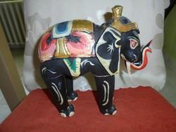 Régi faragott, festett elefánt figura