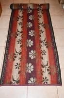 Nagy méretű, hosszú két oldalán használható szegett paraszt szőnyeg 01