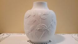 Dombor nyomott fehér váza