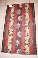 Két oldalán használható szegett paraszt összekötő szőnyeg
