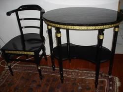 Empire Kis asztal egy székkel.