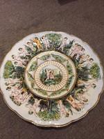 Nagyméretű Capodimonte dombormintás, kézzel festett tányér