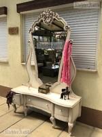 Provence bútor, antikolt pipere asztal.