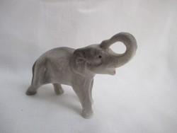 Szerencsehozó ormányos Elefánt figurális dísztárgy.