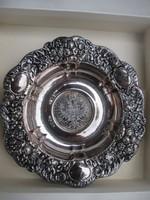 Juwelier Fischer ötvösmesrter-Mária Terézia ezüsttallérral díszített hamutartó.