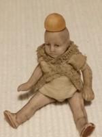 Antik kis porcelán baba