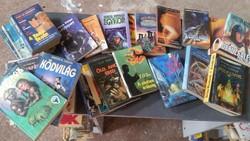 Könyvcsomag eladó! 31 db vegyes, krimi, sci-fi,romantikus könyvek vannak a csomagban.