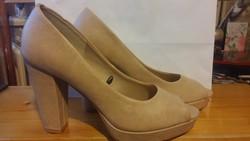 Divatos női cipő