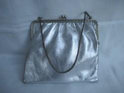 Ezüst retro színház táska.