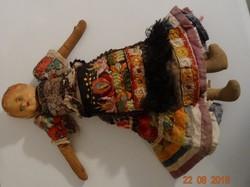 Matyó baba szép kézzel hímzett ruhában 