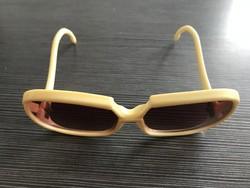 Retro napszemüveg nagyméretű lencsével