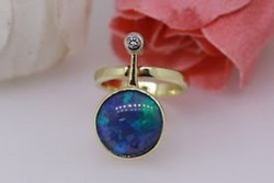 Brill:0.08 ct és opál arany 585-ös gyűrű.Egyedi Design
