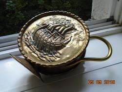 Viking vitorlás hajóval ,érdekes, lapos,  kalapált réz kiöntő-18 cm
