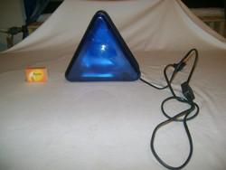 Háromszög alakú kék lámpa, hangulat lámpa