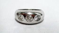 Hatalmas fehérarany és brilliáns gyűrű, kaul