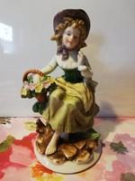 Bűbájos virágárus lányka, régi jelzett porcelán