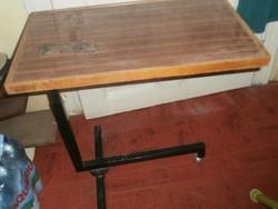 Szervíz asztal