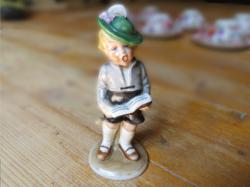 Bertram porcelán- éneklő kisfiú