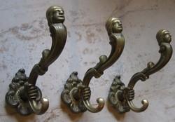 3 db barokk rézfogas.