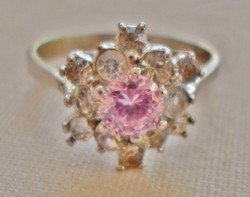 Gyönyörű antik ezüstgyűrű ékszerkövekkel