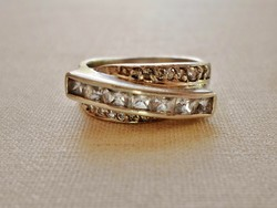 Szépséges régi ezüstgyűrű sok kővel
