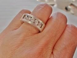 Gyönyörű régi ezüstgyűrű hegyikristállyal 15g